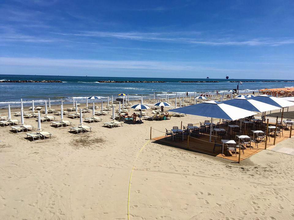 La Rotonda - Spiaggia e ombrelloni